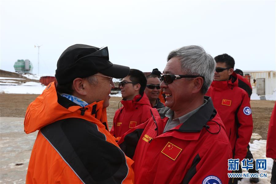"""第32次南极科考:""""雪龙""""带来祖国的慰问"""