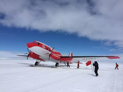 中国首架极地固定翼飞机抵达南极中山站